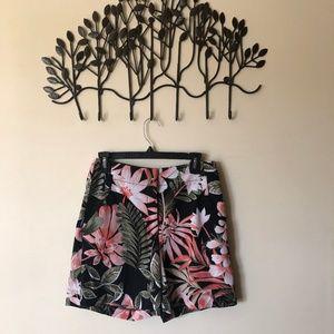 Mid-rise Safari shorts